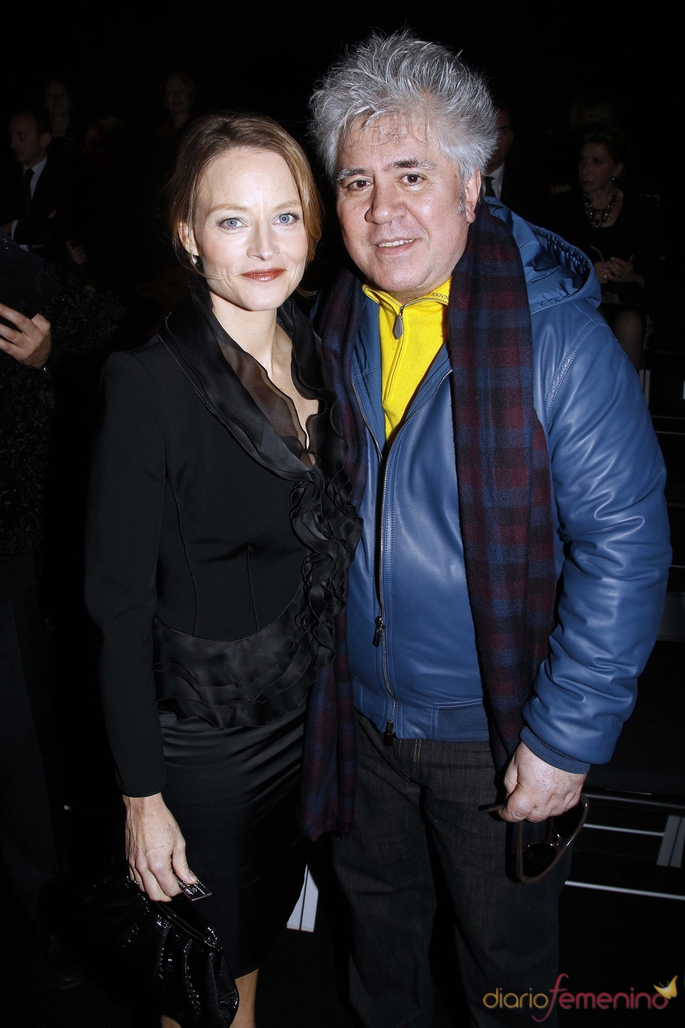 Pedro Almodóvar con Jodie Foster en el desfile de Armani en París