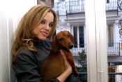 Carolina Bang posa con su perro Felipe