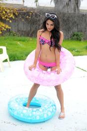 Vanessa Hudgens protagoniza la campaña de Candie's 2011