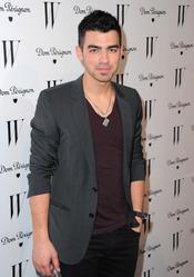 Joe Jonas anuncia que tiene proyectos musicales sin sus hermanos
