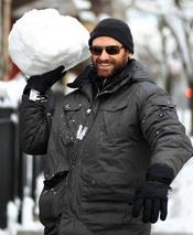 Hugh Jackman se divierte con la nieve de Nueva York