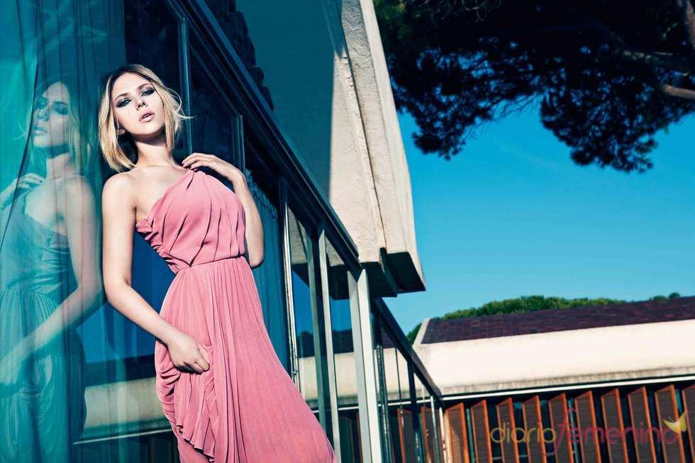 Scarlett Johansson luce un colorido vestido primaveral