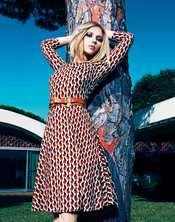 Scarlett Johansson saca su lado más femenino para Mango