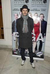 Julián López acude al estreno de la obra de teatro 'Fuga'