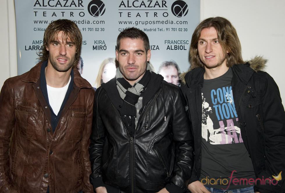 Juan Valera, Antonio López y Filipe Luis, en el estreno de 'Fuga'