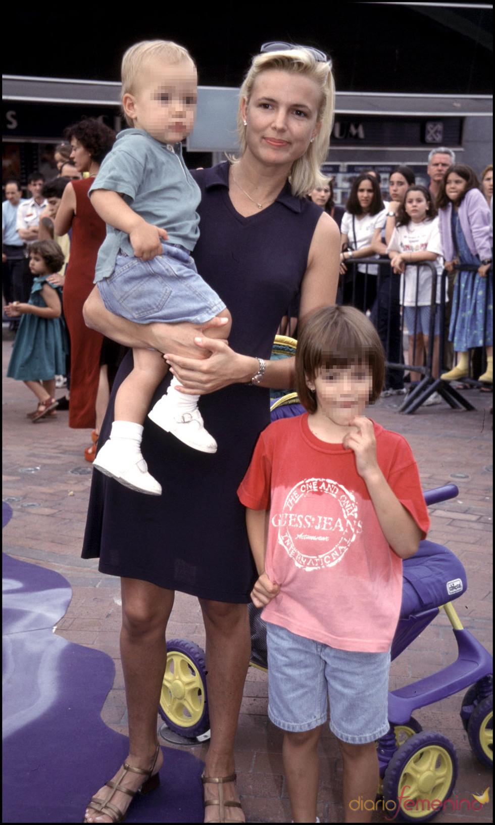 Eva Cobo con su hija Carlota Cantó en 1998