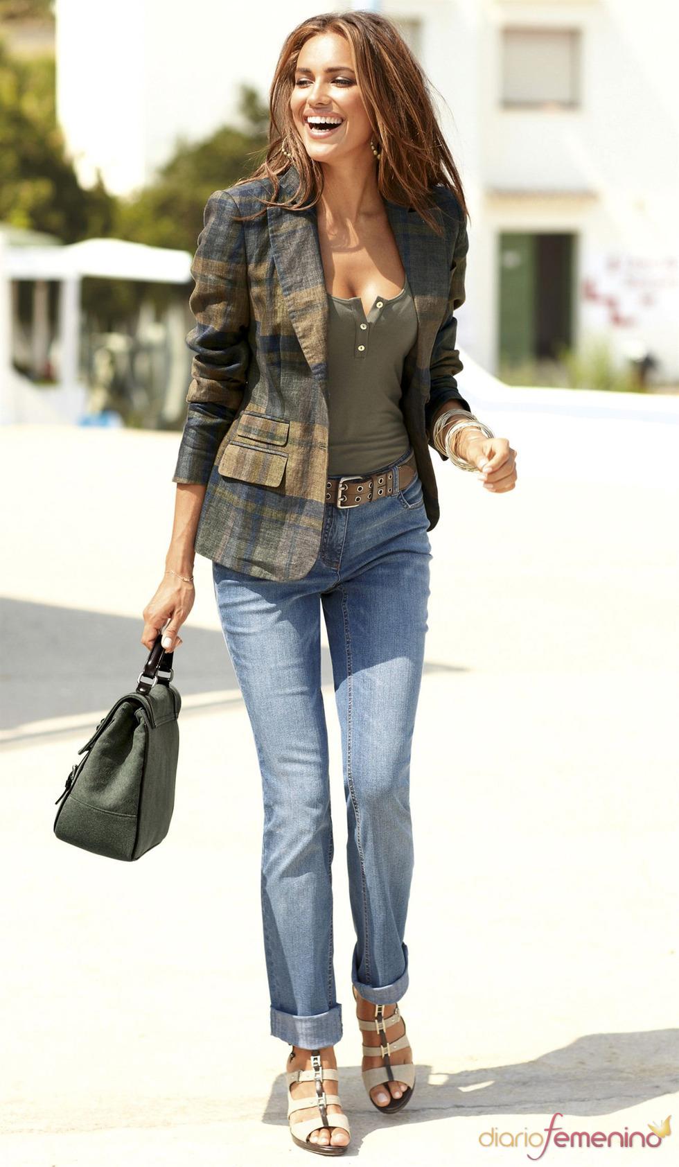 Irina Shayk vestido con ropa informal de la primavera 2011
