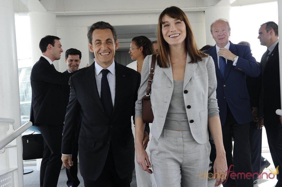 Carla Bruni afirma que nunca votaría a la izquierda francesa