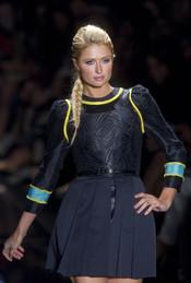 Paris Hilton desfila en la Semana de la Moda de Sao Paulo
