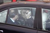 Eva Cobo totalmente desconsolada en el funeral de su hija Carlota Cantó