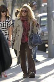 Paulina Rubio sale de compras