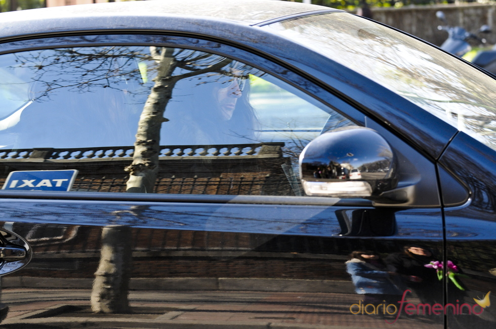 El novia de Pilar Rubio espera a la presentadora en el coche
