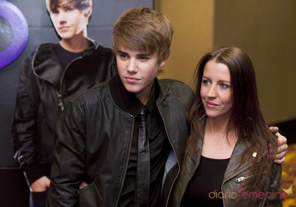 Justin Bieber junto a su adorada madre
