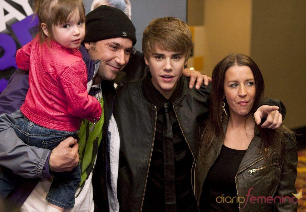 Justin Bieber, feliz junto a su familia