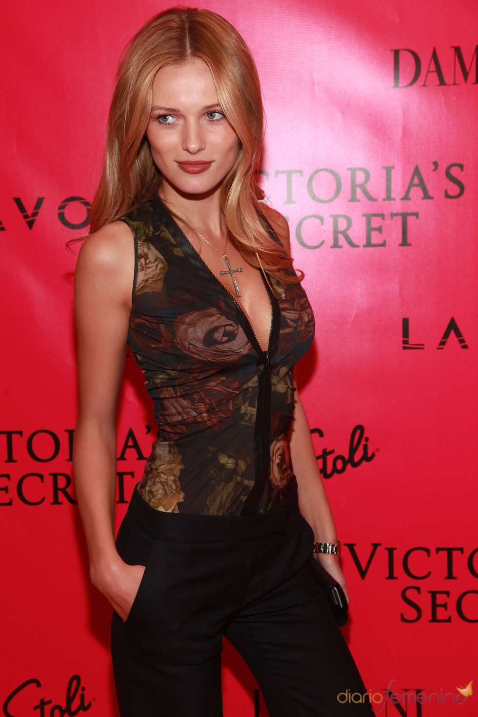 Rosie Huntington en una fiesta de Victoria's Secret