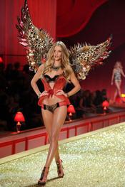 Rosie Huntington, con las alas de Victoria's Secret