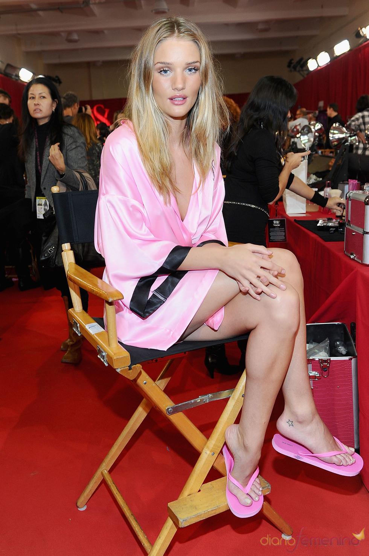Rosie Huntington se prepara para el desfile de Victoria's Secret