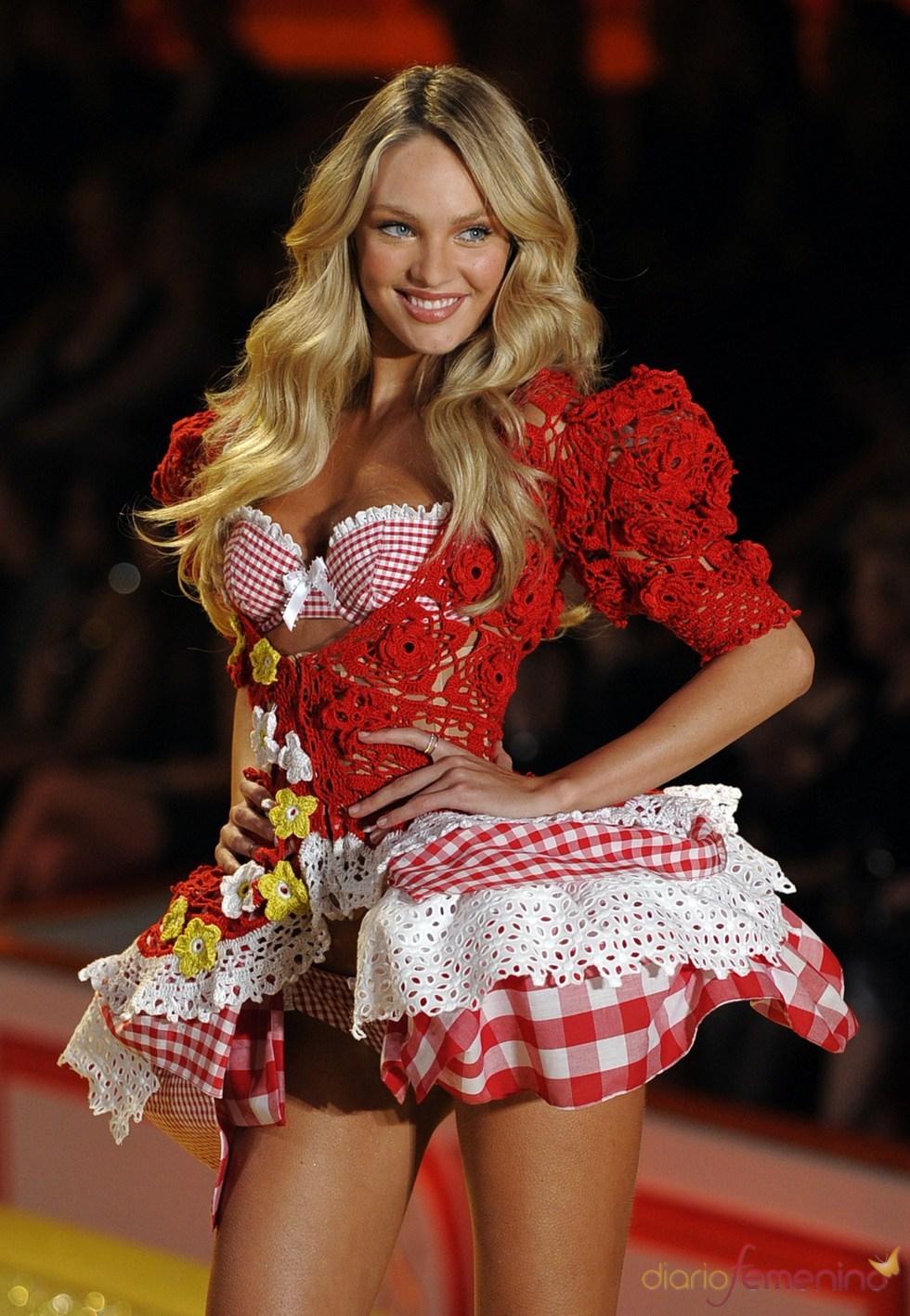Rosie Huntington muestra sus encantos en la pasarela de Victoria's Secret
