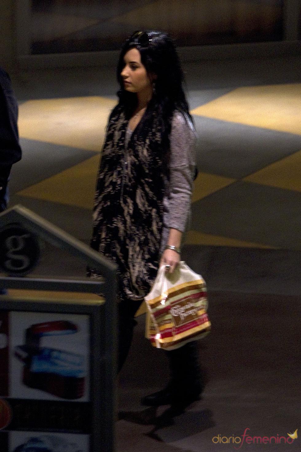 Demi Lovato pasa la tarde en un centro comercial