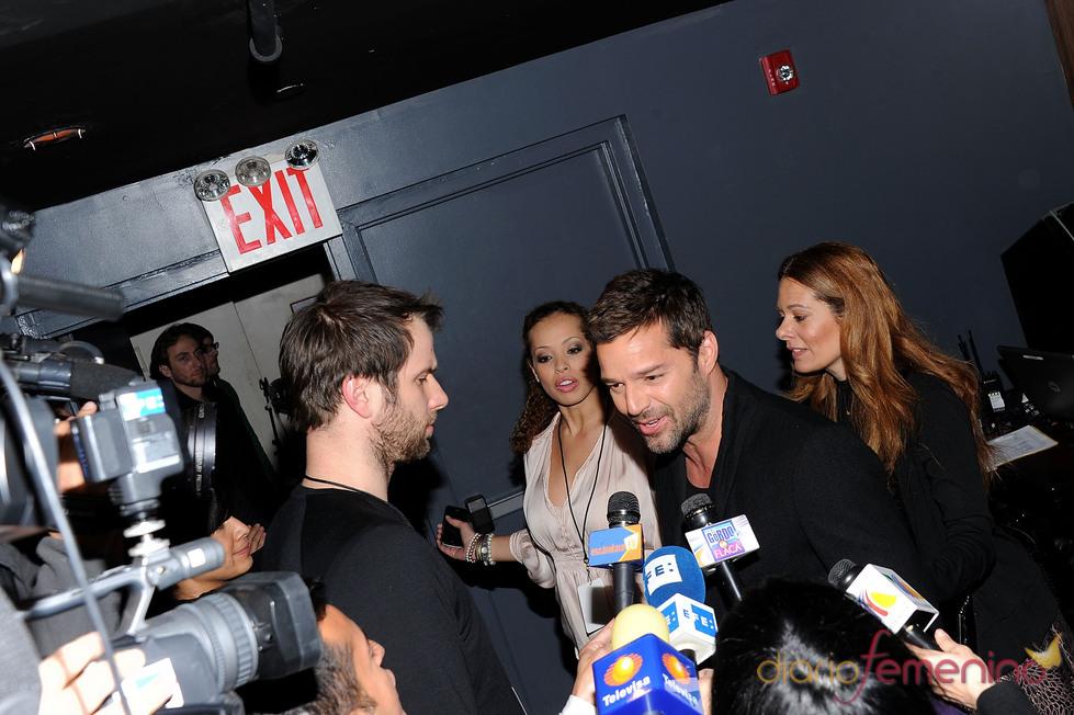 Ricky Martin atiende a los medios