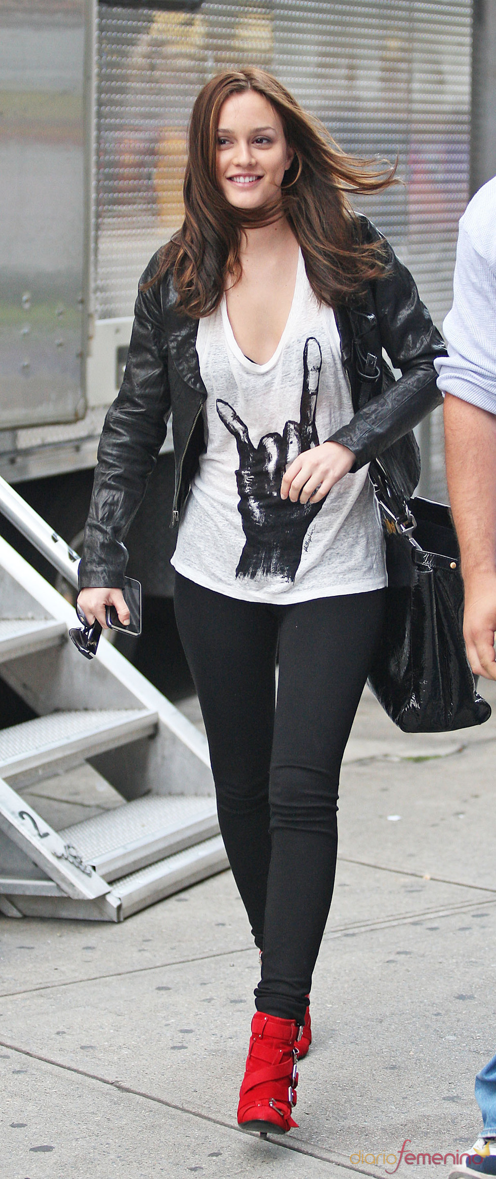 Leighton Meester con look rockero