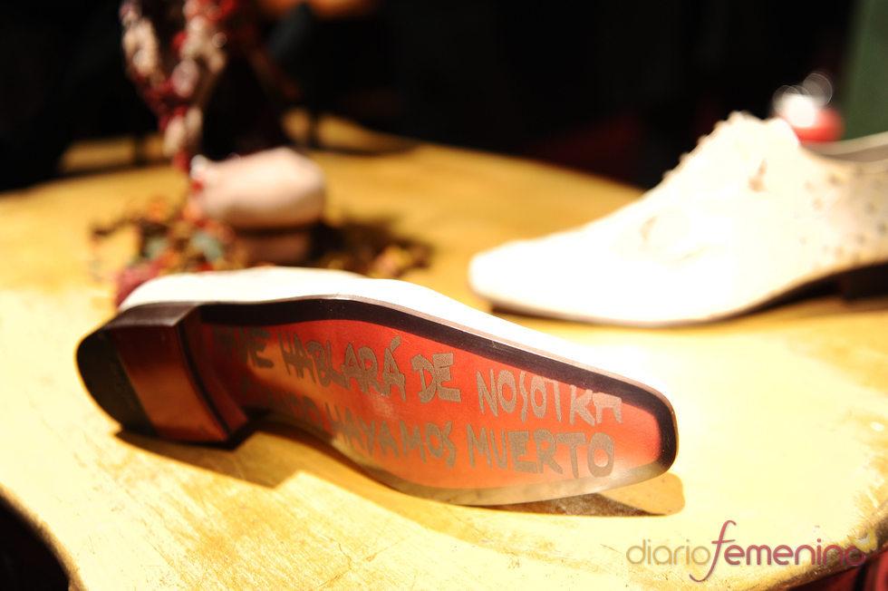 'Nadie hablará de nosotras cuando hayamos muerto', resumida en un zapato