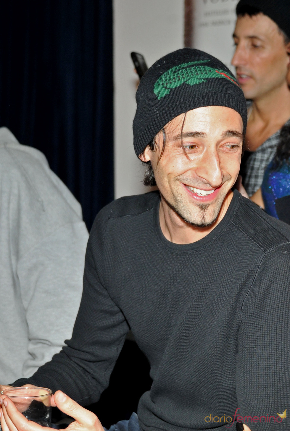 Adrien Brody en la fiesta previa a la Super Bowl