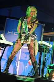 Kesha durante una de las fiestas previas a la Super Bowl 2011