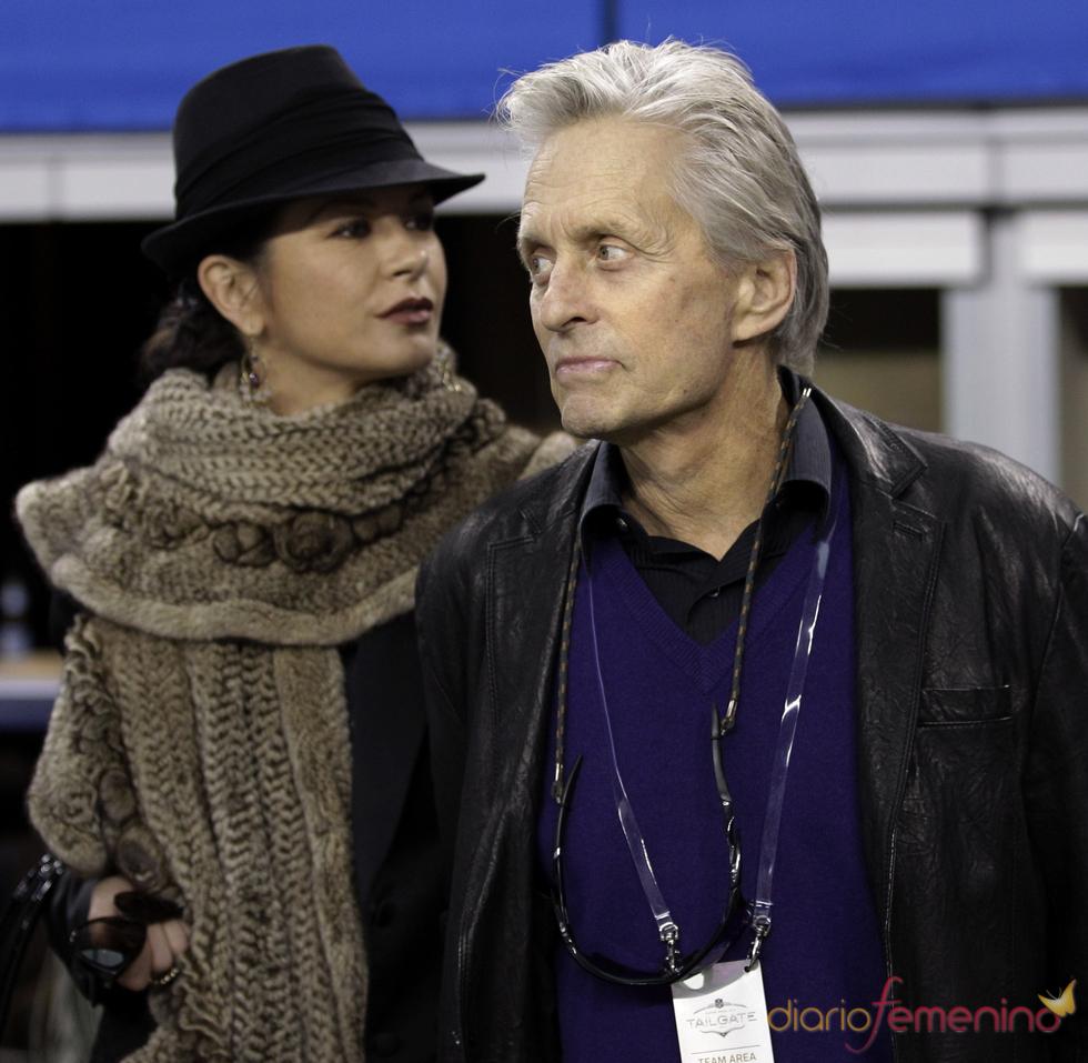 Michael Douglas y Catherine Zeta Jones en la Superbowl