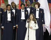 Lea Michelle cantando en la Superbowl