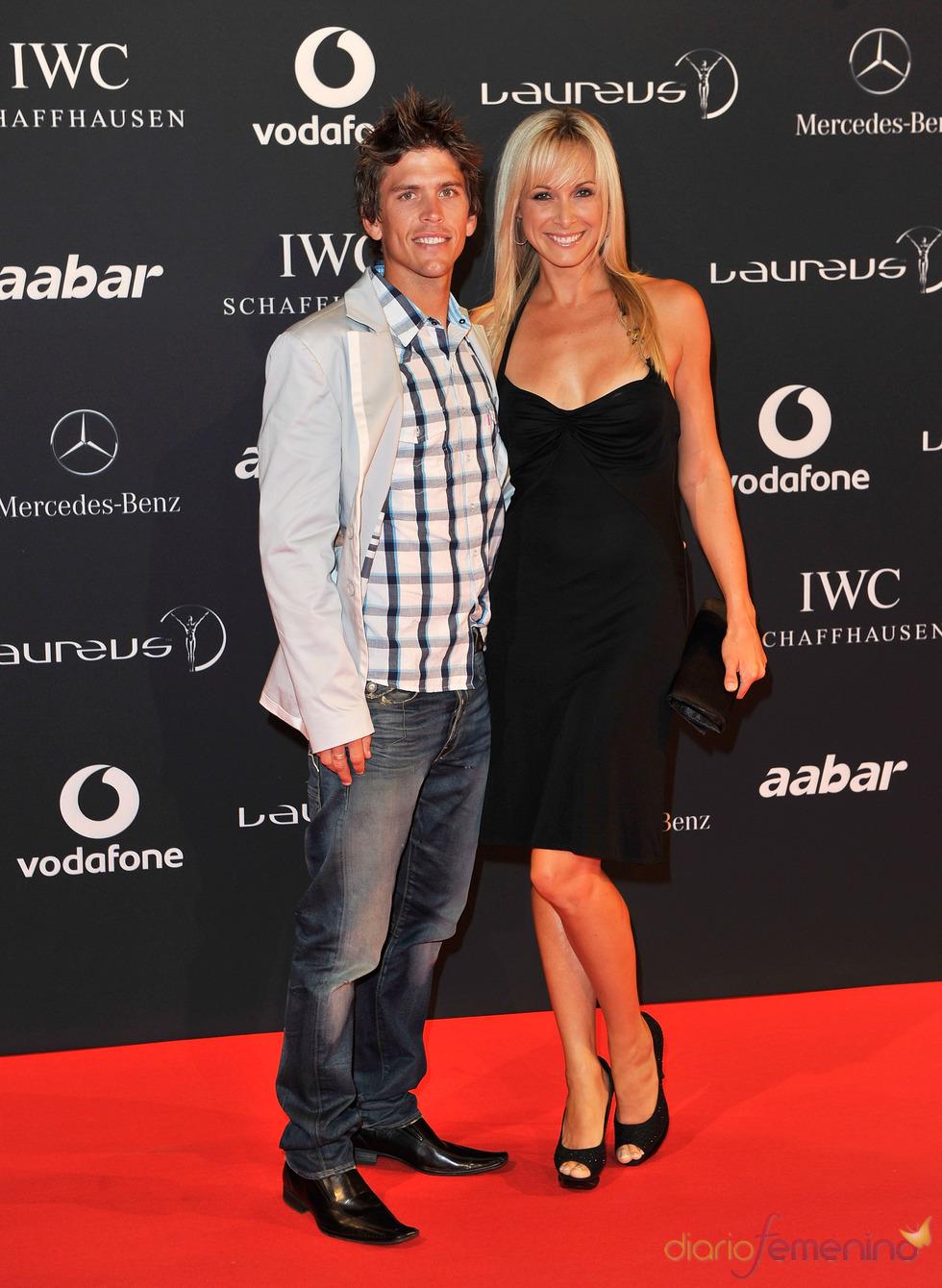 Ryan Sandes y su acompañante en la Laureus Welcome Party