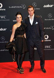 El futbolista Ivan Helguera y su pareja en la Laureus Welcome Party