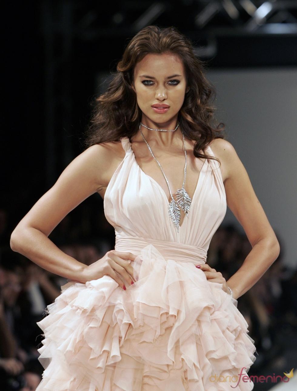 Irina Shayk desfila en la Semana de la Moda de Estambul