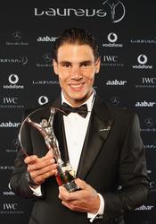 Rafa Nadal con el Laureus 2011 al 'Mejor deportista del Año'