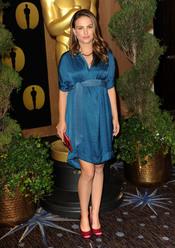 Natalie Portman en el almuerzo de los nominados a los Oscar 2011