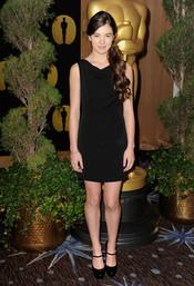 Hailee Steinfeld en el almuerzo de los nominados a los Oscar 2011