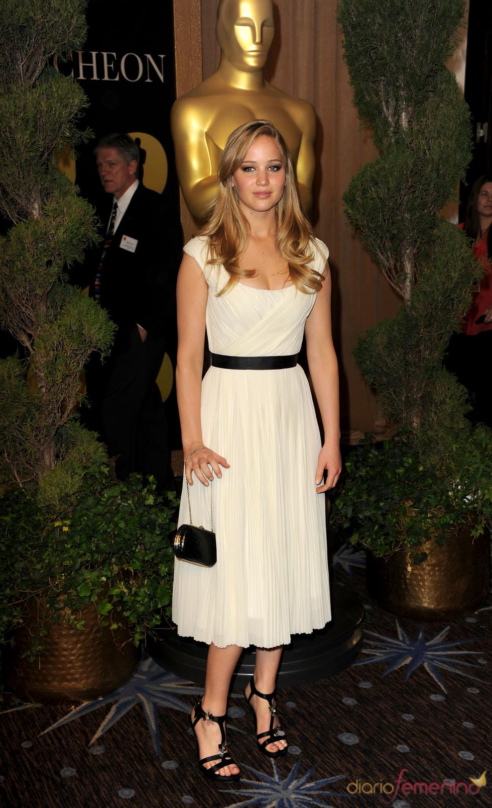 Jennifer Lawrence en el almuerzo de los nominados a los Oscar 2011