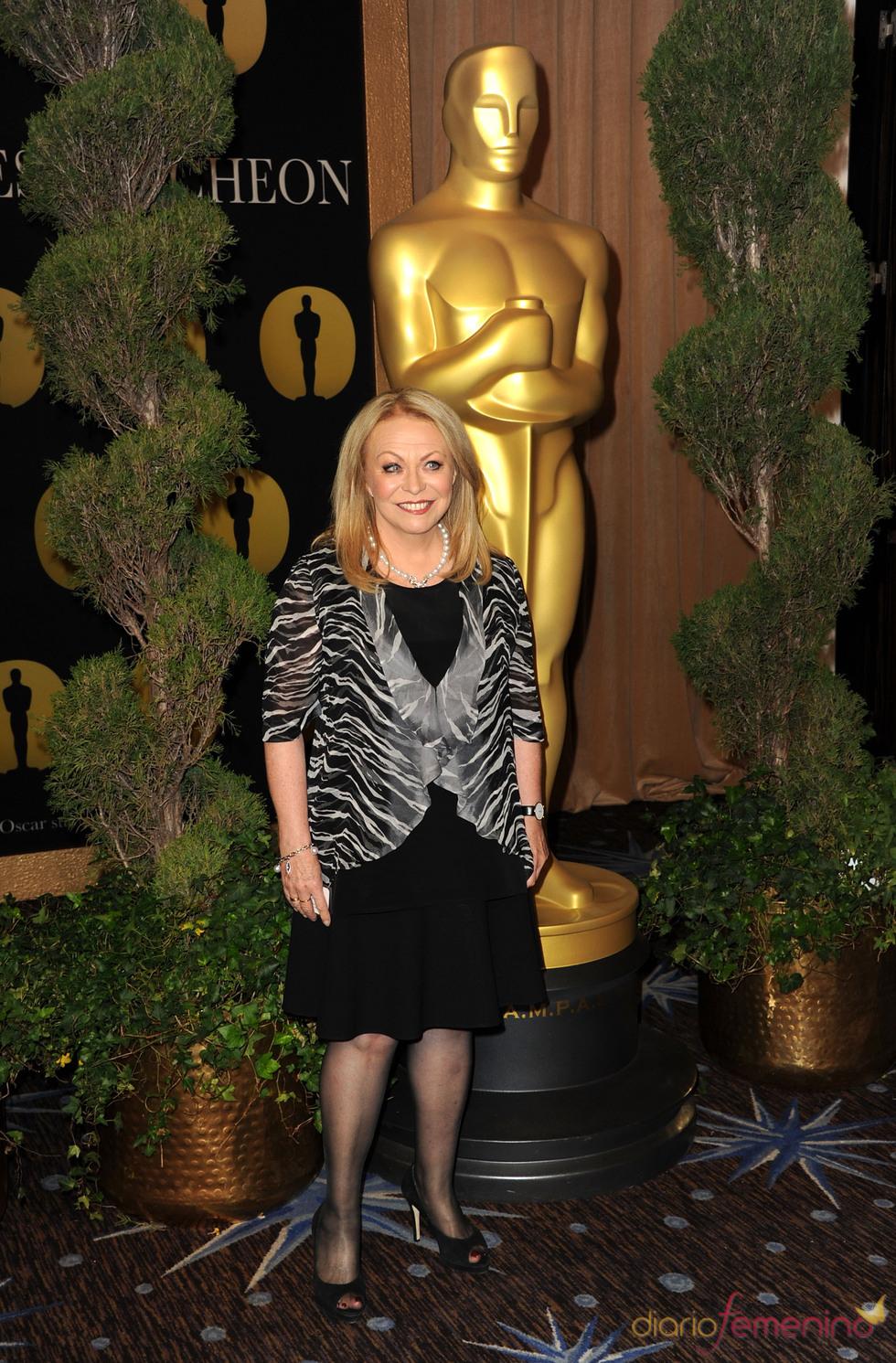 Jacki Weaver en el almuerzo de los nominados a los Oscar 2011