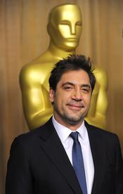 Javier Bardem, feliz en el almuerzo de los nominados a los Oscar 2011
