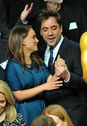 Natalie Portman y Javier Bardem en el almuerzo de los nominados a los Oscar 2011