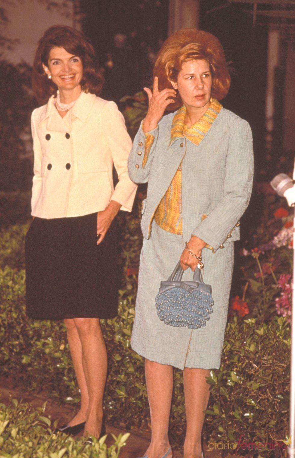 Jackie Kennedy junto a la Duquesa de Alba