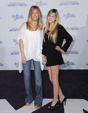 Heather Locklear y Ava Sambora en la premier de la película de Justin Bieber