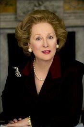 Meryl Streep caracterizada como Margaret Thatcher
