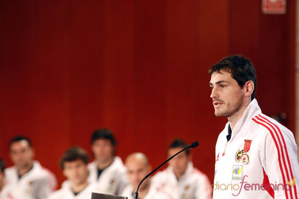 Iker Casilla agradece la entrega de la Medalla de Oro a la selección española