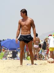 Sergio Ramos presumiendo de cuerpo en la playa
