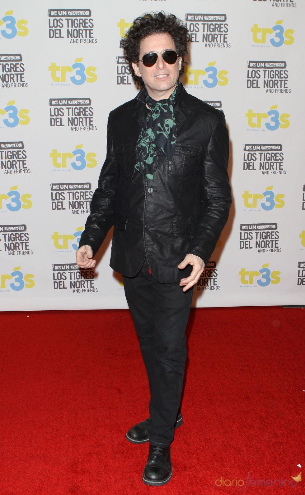 Andrés Calamaro en el unplugged de la MTV de 'Los Tigres del Norte'