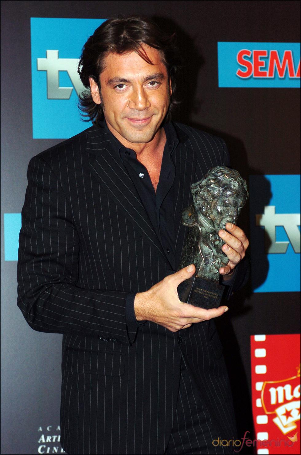 Javier Bardem con su Goya 2005