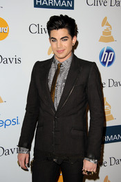Adam Lambert en la fiesta previa a los Grammy 2011