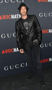 Adrien Brody en la fiesta previa a los Grammy 2011