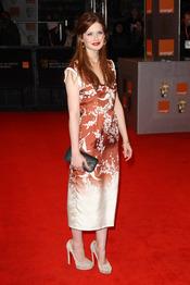 Bonnie Wright  en la alfombra roja de los Bafta 2011